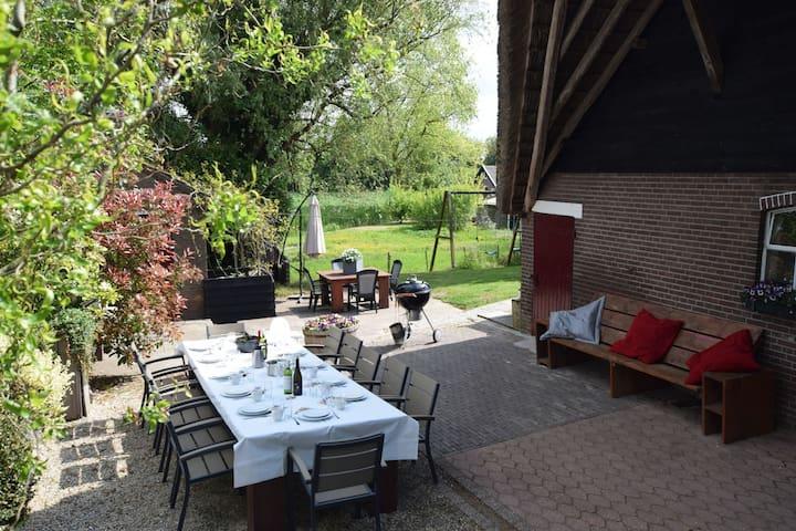 Quaint Farmhouse near River in Oosterwijk