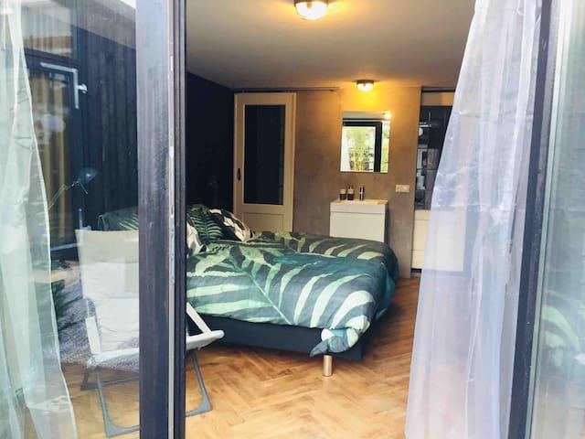 """Tuingerichte privé kamer """"het Nest"""" Leeuwarden"""