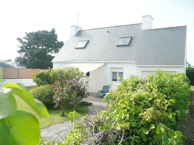 Maison neo-bretonne, indépendante,au calme.