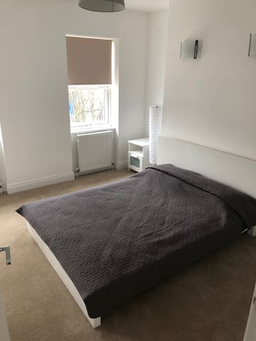Amazing King Size Bedroom on Shepherds Bush Green