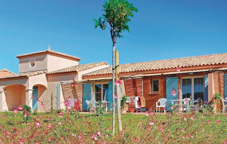 Holiday cottage with 1 bedroom on 60 m² in Homps