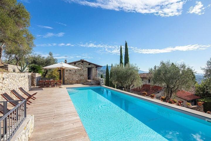 VILLA BENTEL with pool,parking UPto12 guests