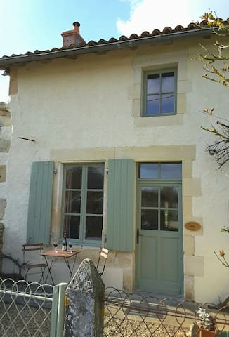 Hopkins Gite Holiday Home - La Chapelle-Bâton - House