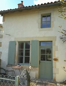 Hopkins Gite Holiday Home - La Chapelle-Bâton - Huis