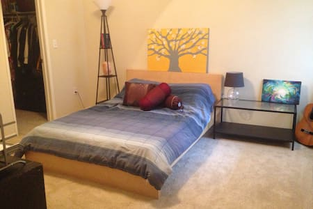 Private bedroom & bathroom - Roseville - Appartement