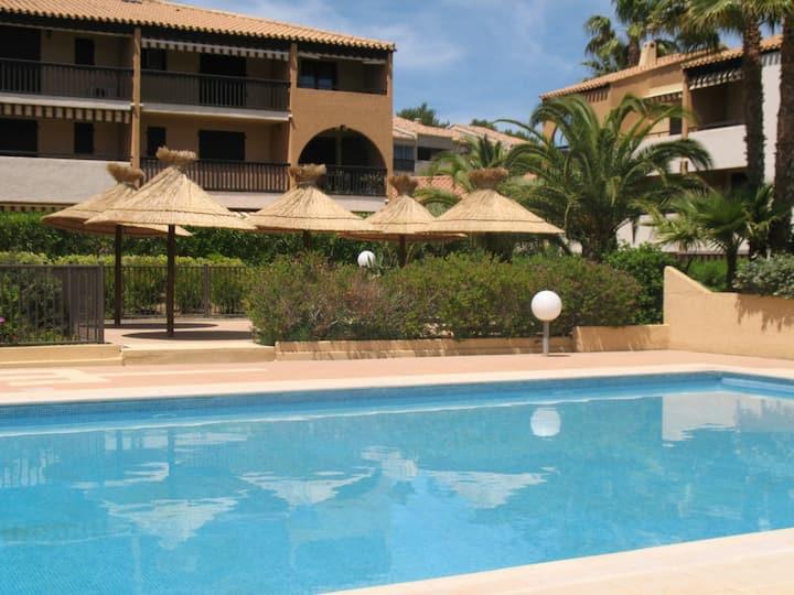 Presqu'île de Giens, T2 refait à neuf avec piscine