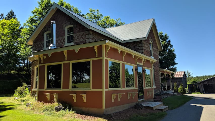 Enjoy the Dufferin County area in your private 140 year old Front Porch