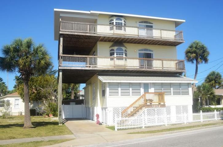 Vista Glorious - St. Pete Beach Vacation Home Rental - St. Pete Beach - Hus