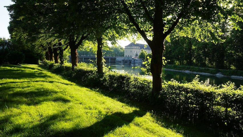 Luxury Townhouse at English Garden - Unterföhring - Haus