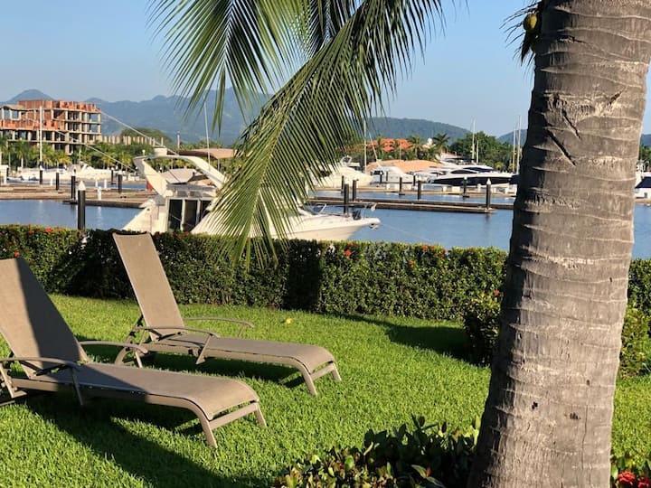 Villa de Lujo frente a club de Yates Marina ixtapa