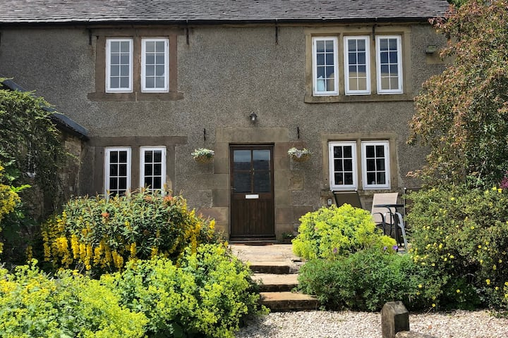 Beautiful characterful Peak District farm cottage