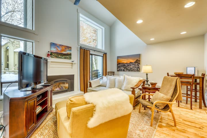 Quiet condo w/shared pool & seasonal amenities - close to Dollar Mountain!