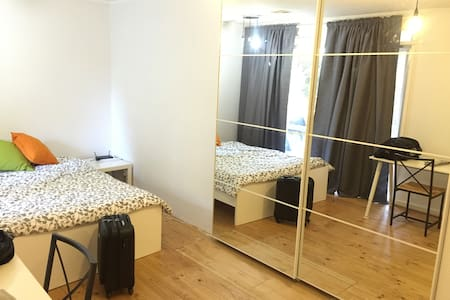 Large and recently renovated room:) - Dickson - Dům