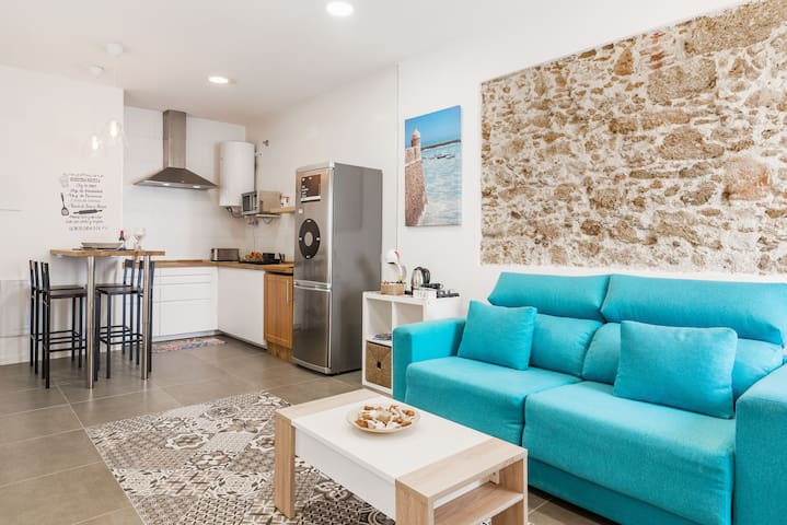 Modern Apartment in the City Centre with Air Conditioning, Patio & Wi-Fi