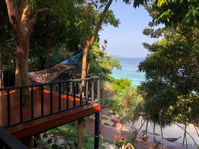 Exclusive Private sunset beach, Seaview bungalow