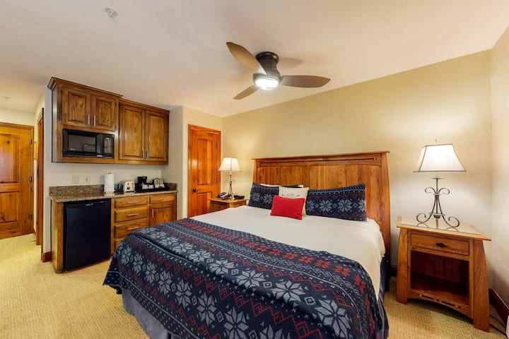 Ski-in/ski-out, hotel style condo w/ kitchenette, shared pool, & hot tub access!