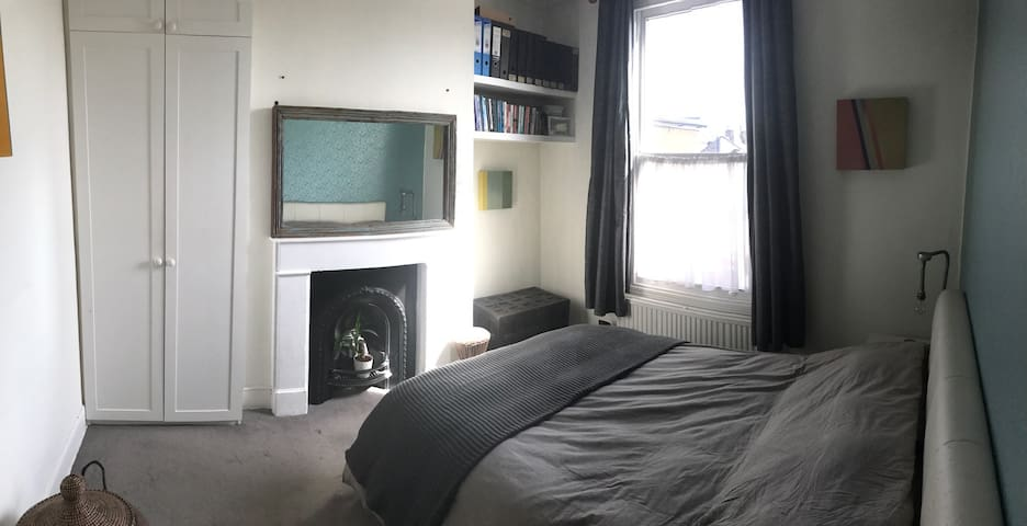 Lovely Room in Victorian House - London - Hus