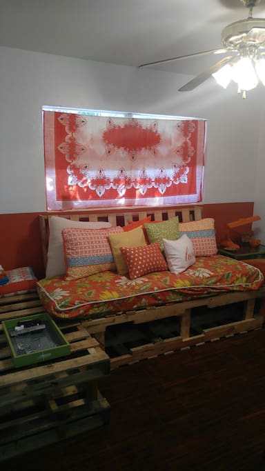 living space/sleeps 2 on comfy cozy pallet sofa