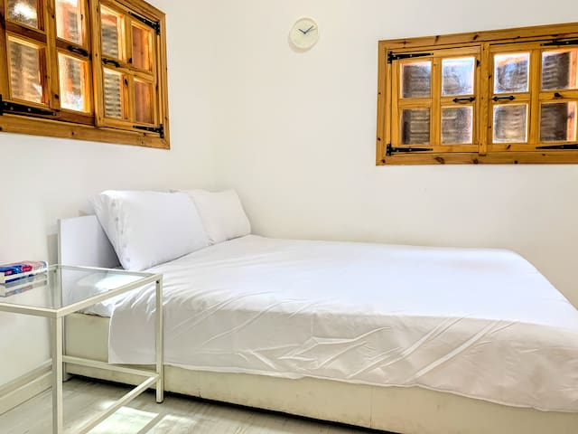 A comfortable bed (140cm x 190cm)