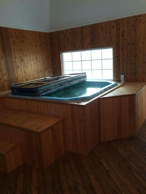 1 Bedroom With Hot Tub Apartments For Rent In Wainwright Alberta Canada