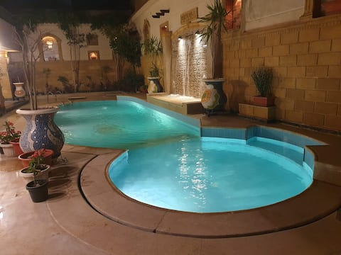 (R2)Luxuries Private Rooftop Studio w. Swim. Pool
