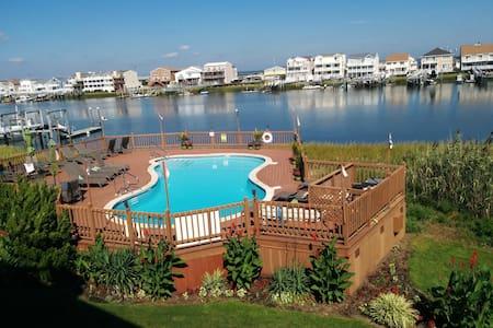 Bayview getaway with Pool, near Casinos & Beach - Бригантин