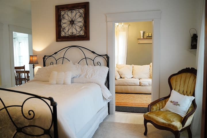 Bella Mia B&B Large Master Suite