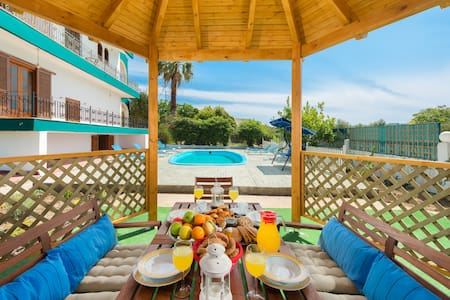 Villa with private pool, very far from the usual - Rhodos - Villa
