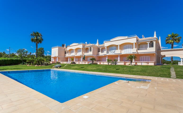 2 bed Apt at award winning beach - Carvoeiro