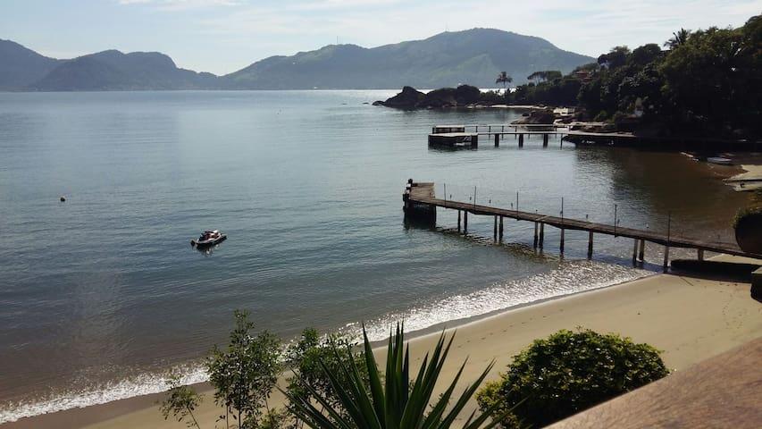 Casa a beira mar em praia privativa - Mangaratiba