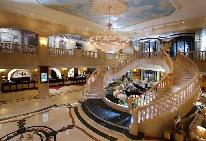 5 Stars Hotel Room Deira Maktoom Road with service
