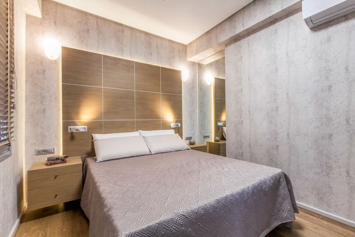 The Beverly Suite (II) in Plaka by JJ Hospitality