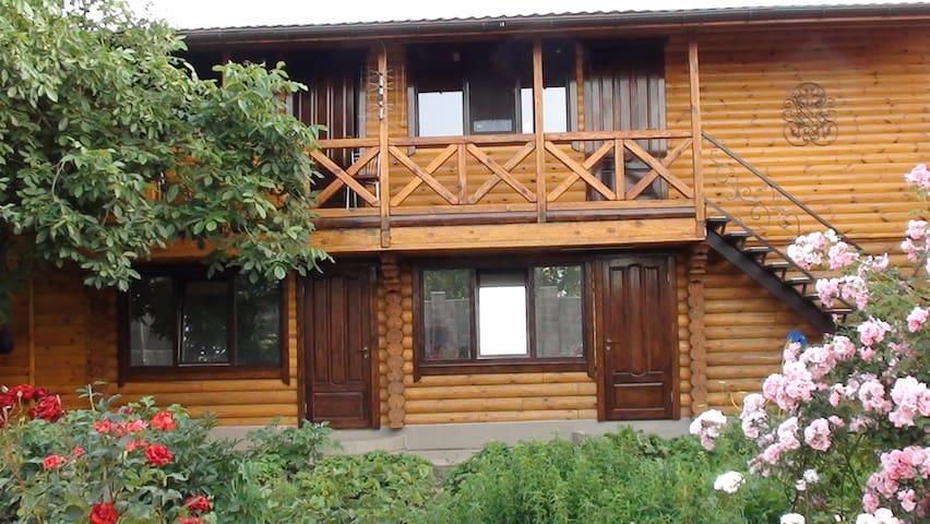 Комнаты в коттедже, тихое место, возле моря - Chornomorsk - Rumah Tamu