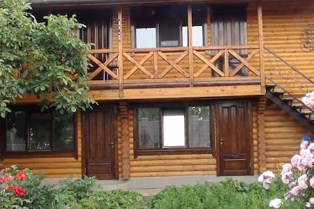 Комнаты в коттедже, тихое место, возле моря - Chornomorsk - Casa de hóspedes