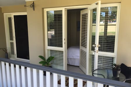 Modern ensuite room Nth Manly 2100