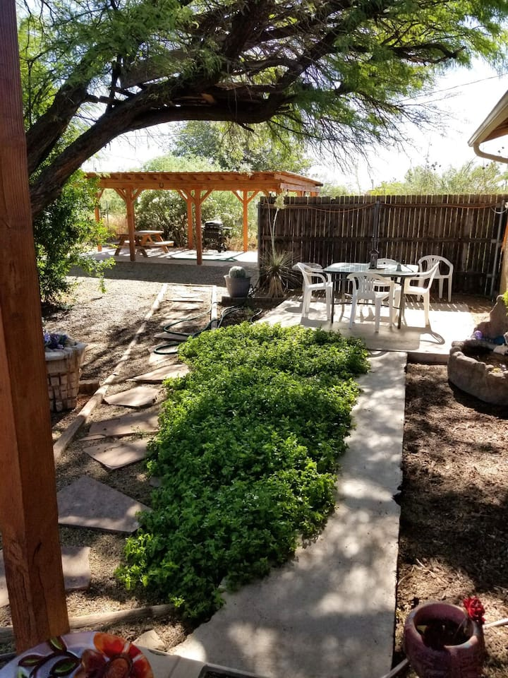 Whetstone Retreat, a relaxing home & garden