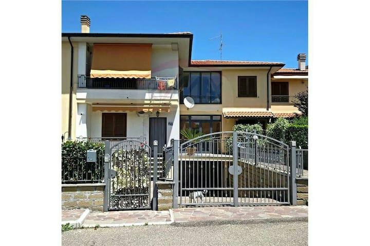 Delizioso appartamento vicino al lago - Capodimonte - Apartment