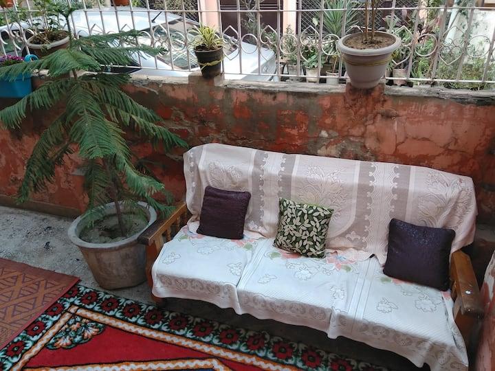 Home&garden, 42inTV nr. DelhiCantt, metro& C.Delhi