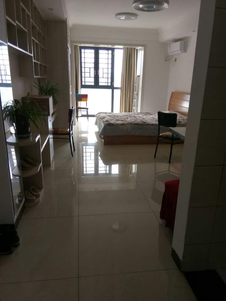 二纺机电梯公寓房1室1厅1厨1卫1阳台