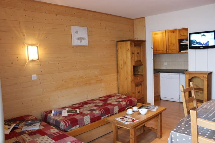 VAL THORENS 2 ROOMS 4 PEOPLE FACING THE SOUTH AND THE SLOPES