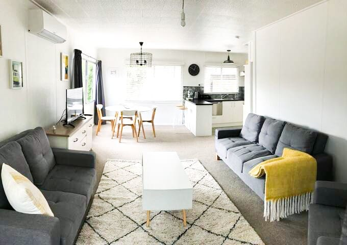 Stay a While - 2 min walk from lake & close to CBD