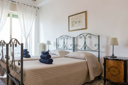 Room + private bathroom in downtown with Etna view - Catania