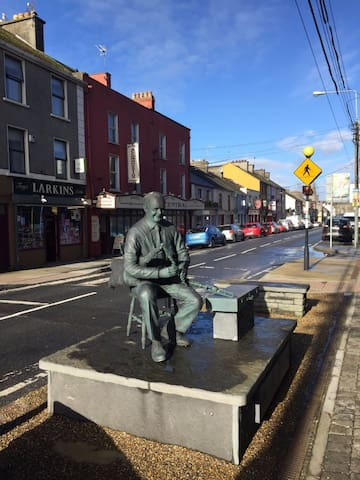 Have your photo taken with the renowned piper Willie Clancy on the Main Street