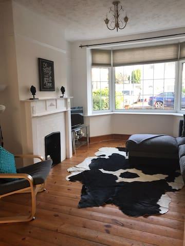 Rustic home with modern twist, Windsor sleeps 6/8