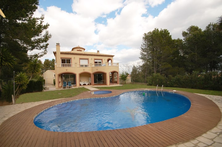 """Alta Vista"" A luxury Villa with Private Pool."