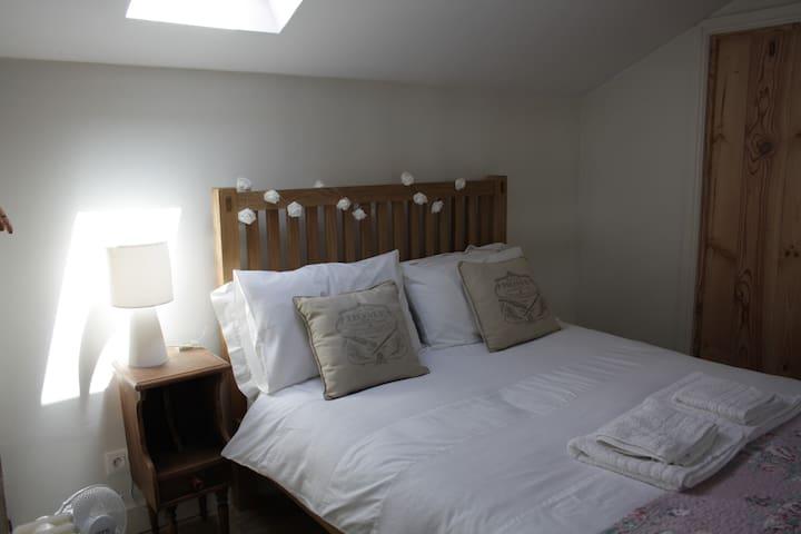 Chez Gondat - Chambre des Papillons - Saint-Martial-sur-Isop - Bed & Breakfast