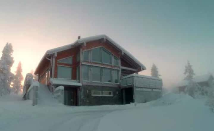 Luxurious Northern Light Villa - stunning views!
