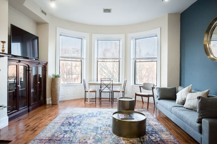 Classic furnished 1BR in Fenway in Brownstone Bldg