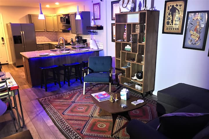 The Dude's Abode - A Downtown  Space to Abide. NoLi: Walk to breweries, restaurants, and coffee