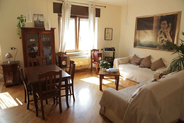 Sunny and large Room in the heart of Pigneto - Rom - Lejlighed